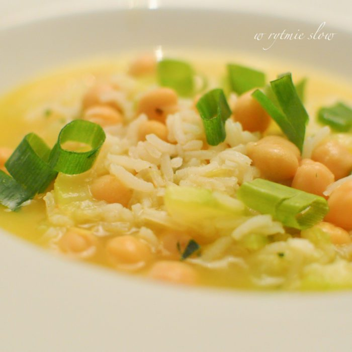 Wegańska zupa z cukinią i ryżem