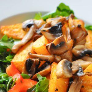 sałatka z pieczonymi ziemniakami