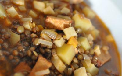 Pożywna zupa z brązową soczewicą