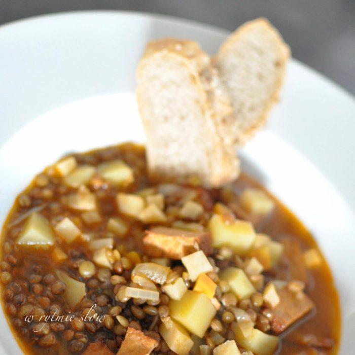 zupa z brązową soczewicą