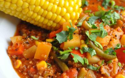 Wegańska zupa quinoa z kukurydzą