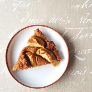 Wegańskie ciasto z jabłkami.