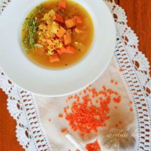 Zupa z soczewicą i batatem.