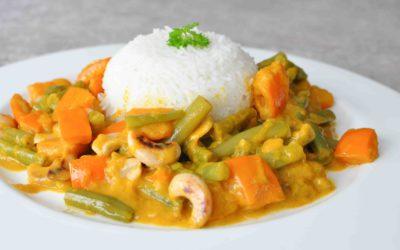Wegańskie curry z dynią i nerkowcami.